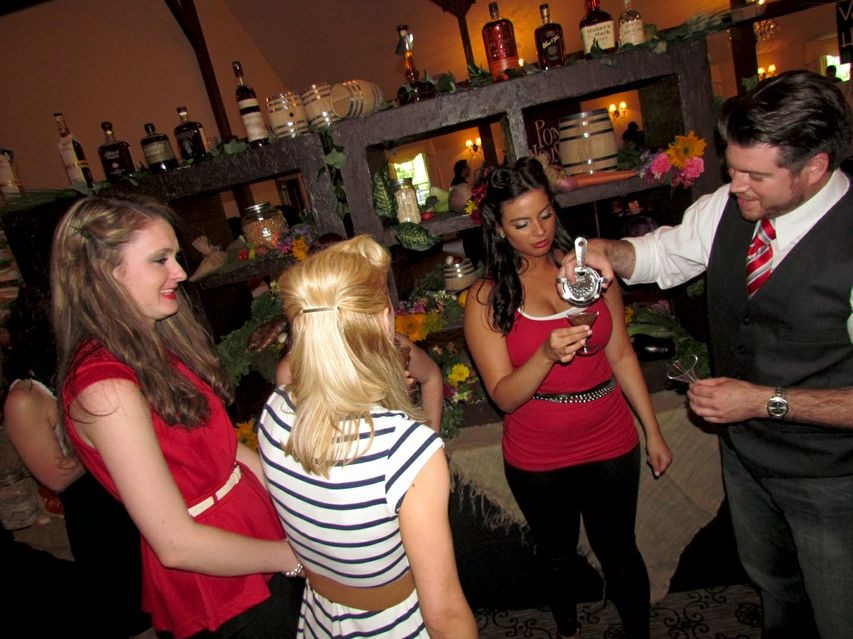 Food Schmooze Cocktail Competition Raises Glasses – and Funds