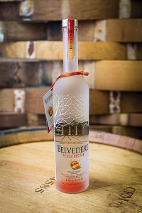 Belvedere Peach Nectar is a blend of juicy peaches and apricot combined with Belvedere Vodka using a unique maceration process. The result is a flavor with ripe and aromatic orchard fruit to refresh cocktails. Add a stick of cinnamon or a fresh slice of peach.