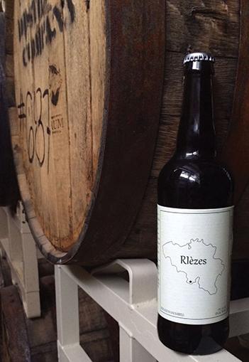 RIèzes, a copper-hued ale, offers a rich malt flavor and a mild oak scent.