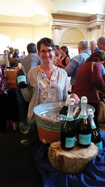 Slocum & Sons Pours Prosecco at Taste in Simsbury