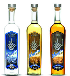 Azuñia Tequila starts with perfectly aged Weber Blue Agave, which grows harmoniously for eight to 10 years in the small town of Amatitan. Each agave plant receives naturally produced nutrients from the fertile volcanic earth and a regime of seasonal weather.