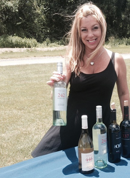 Noble Wines Pours Tastes at Chamber Charity Golf Tournament