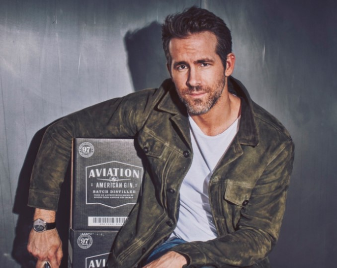 Actor Reynolds Buys into Portland's Aviation Gin