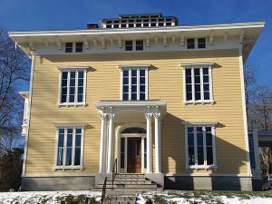 Spicer Mansion, a Mystic landmark since 1853.